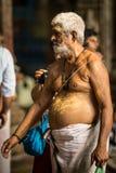 Prière dans le temple indien photographie stock