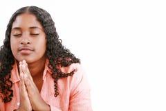 Prière de femme d'isolement sur un fond blanc Photographie stock libre de droits