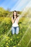 Prière de femmes sur l'herbe verte Photo libre de droits