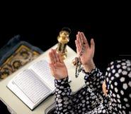 Prière de fille de Mulim Photographie stock