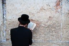 Prière juive au mur occidental photographie stock libre de droits