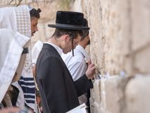 Prière juive d'hommes Photo libre de droits
