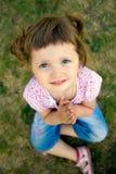 Prière mignonne de petite fille Photos stock