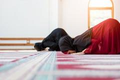 Prière musulmane de deux femmes photos libres de droits