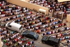 Prières de offre de gens au Dubaï photographie stock libre de droits