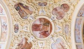 PRIBRAM, ΔΗΜΟΚΡΑΤΊΑ ΤΗΣ ΤΣΕΧΊΑΣ - 21 ΑΠΡΙΛΊΟΥ 2017: Μπαρόκ μοναστήρι σε Svata Hora το ιεροί βουνό, ο ανήλικος βασιλικών και το μο Στοκ Φωτογραφίες