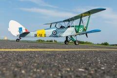 Pribram, CZE - MAJ 20, 2016: DH 82c TYGRYSI miesiąc - replika biplan na lotniskowym Pribram Obraz Stock