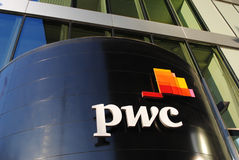 PricewaterhouseCoopers-Bürogebäude Lizenzfreies Stockfoto