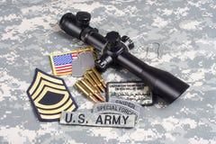Prickskytt för begrepp för bakgrund för USA-ARMÉ med räckvidd och gradbeteckning royaltyfria bilder