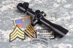 Prickskytt för begrepp för bakgrund för USA-ARMÉ med räckvidd och gradbeteckning arkivbilder