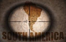 Prickskytträckvidd som siktas på den Sydamerika översikten royaltyfri illustrationer