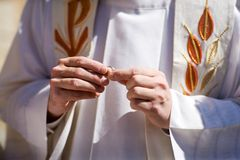 Priest holding wedding rings Royalty Free Stock Photography