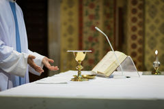 Priest during a wedding ceremony. /nuptial mass Royalty Free Stock Photos
