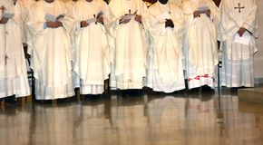 Priest with white white dress during the Holy Mass Royalty Free Stock Photos