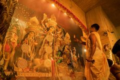 Free Priest Worshipping Goddess Durga, Durga Puja Festival Celebration Stock Photography - 126373302