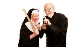 Priester admonsihes mittlere Nonne Lizenzfreie Stockfotografie