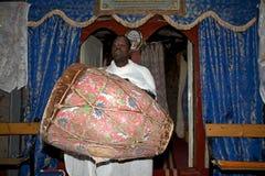 Priester an der Adadi Maryam Kirche Äthiopien Lizenzfreie Stockbilder