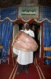 Priester an der Adadi Maryam Kirche Äthiopien Stockfoto
