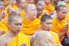 Priester im eben Buddhisten, Thailand Lizenzfreie Stockbilder
