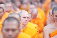 Priester in onlangs Boeddhistisch Stock Fotografie