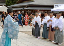 Priester, paradedeelnemers, Yasaka Jinja, Kyoto Stock Foto