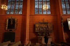 Priez dans l'église images stock
