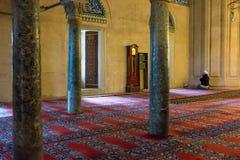 Priez dans la mosquée de musulmans en Turquie Photos stock
