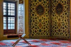 Priez dans la mosquée de musulmans en Turquie Photos libres de droits