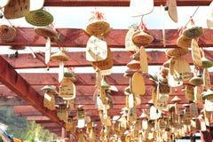 Priez la décoration en bois, village de minorité ethnique Photographie stock libre de droits