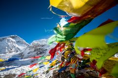 Priez les drapeaux dans le camp de base d'Everest Photographie stock libre de droits