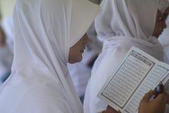 Prigionieri record di Corano della lettura in tutta l'Indonesia Immagine Stock Libera da Diritti