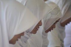 Prigionieri record di Corano della lettura in tutta l'Indonesia Fotografie Stock Libere da Diritti