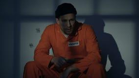 Prigioniero con l'omicidio di pianificazione del coltello, arma illegale del gangster estremamente pericoloso video d archivio