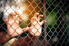 Prigioniero dell'uomo che era incarcerato in prigione fotografia stock