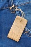 Prijskaartje bij jeans geweven zak Stock Afbeelding