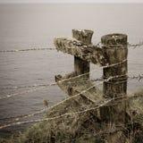 Prikkeldraadomheining en posten, het Eiland van Norfolk stock afbeelding
