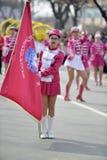 Prilep, Macedonië 18 FEBRUARI, 2018 - Jonge majorettes van Servië voert diverse het dansen vaardigheden binnen op straat tijdens  Royalty-vrije Stock Foto