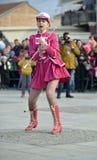 Prilep, Macedonië 18 FEBRUARI, 2018 - Jonge majorettes van Servië voert diverse het dansen vaardigheden binnen op straat tijdens  Royalty-vrije Stock Fotografie