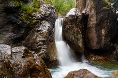 Prima cascata sul fiume di Kyngyrga Arshan La Russia Fotografie Stock
