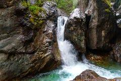 Prima cascata sul fiume di Kyngyrga Arshan La Russia Fotografia Stock