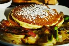 Prima colazione calorosa del pancake Fotografie Stock Libere da Diritti