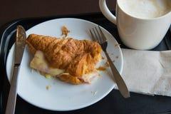 Prima colazione con caffè ed i croissants Fotografia Stock Libera da Diritti