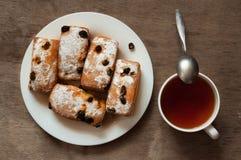 Prima colazione con i bigné dolci fragranti freschi Immagine Stock Libera da Diritti