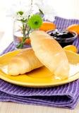 Prima colazione con i croissants fotografia stock libera da diritti
