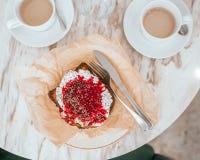 Prima colazione con i pani tostati francesi fotografia stock libera da diritti