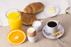 Prima colazione con il croissant Fotografia Stock