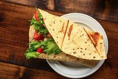 Prima colazione con il panino Fotografie Stock Libere da Diritti