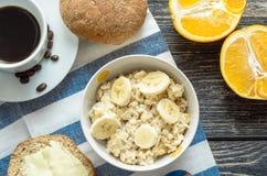 Prima colazione con la farina d'avena Immagine Stock