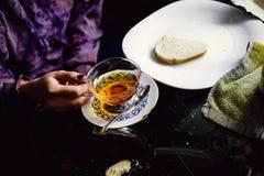 Prima colazione con una tazza di tè Fotografia Stock