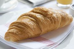 Prima colazione continentale con il Croissant Fotografia Stock